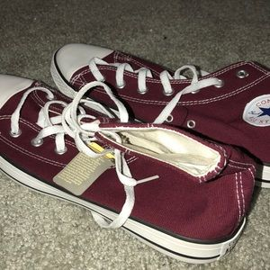 *BRAND NEW* Maroon and White Converse All Star